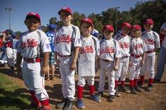 Opinião do carvalho, Califórnia, EUA, o 7 de março de 2015, campo da liga júnior do vale de Ojai, basebol da juventude, mola, ret Foto de Stock