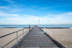 A opinião do cenário da praia de Altona, Melbourne, Austrália Fotos de Stock Royalty Free