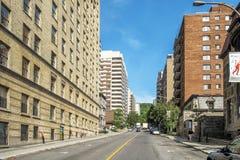 Opinião do centro da rua de Montreal Imagem de Stock