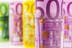 Opinião do close up da cédula 500 rolada euro Foto de Stock