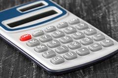 Opinião do close-up da calculadora eletrônica fotos de stock