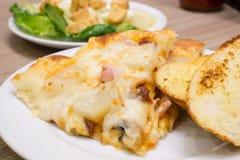 Opinião do close up de uma pizza italiana Imagens de Stock