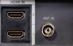 Opinião do close-up em um gravador de vídeo digital nos conectores da peça Entrada audio video fotos de stock