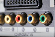 Opinião do close-up em um gravador de vídeo digital nos conectores da peça Entrada audio video fotografia de stock