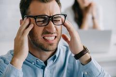 opinião do close-up o homem de negócios novo fotografia de stock