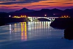 Opinião do crepúsculo da ponte da baía de Sibenik Foto de Stock Royalty Free