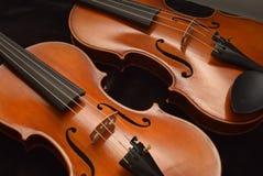 Opinião do detalhe de dois violinos Imagens de Stock Royalty Free