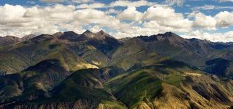 Opinião do dia das montanhas em Xiangcheng Sichuan Imagem de Stock