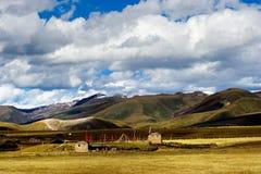 Opinião do dia das montanhas em Yala de Sichuan China Fotografia de Stock