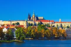 Opinião do dia do castelo de Praga foto de stock royalty free