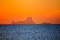 Opinião do Es Vedra do por do sol de Ibiza de Formentera imagens de stock