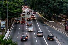 Opinião do fim da tarde de uma avenida grande em Sao Paulo, Brasil Foto de Stock Royalty Free