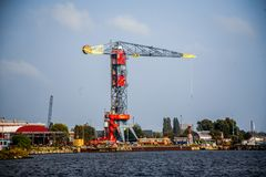 Opinião do horizonte de Amsterdão do canal do Mar do Norte Fotografia de Stock Royalty Free
