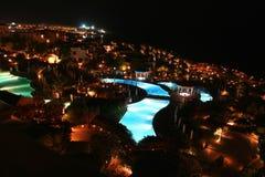 Opinião do hotel da noite Fotografia de Stock Royalty Free