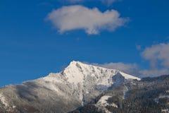 Opinião do inverno da montanha de Schafberg em cumes austríacos Imagem de Stock