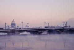 Opinião do inverno da ponte de Blagoveschensky Foto de Stock Royalty Free