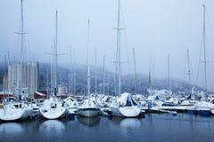 Opinião do inverno de um porto em Trondheim no clima de tempestade Fotografia de Stock Royalty Free