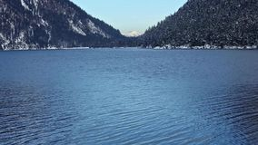 Opinião do inverno do lago Plansee (Áustria) vídeos de arquivo