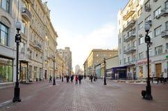 Opinião do inverno na rua de Arbat em Moscou, Rússia Foto de Stock Royalty Free