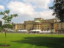 Opinião do jardim do Buckingham Palace foto de stock royalty free