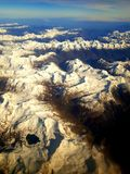 Opinião do lago acima dos cumes brancos imagens de stock royalty free