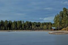 Opinião do lago com uma cabine Fotos de Stock Royalty Free
