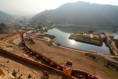 Opinião do lago Maota de Amer Palace (ou de Amer Fort) jaipur Rajasthan India Foto de Stock