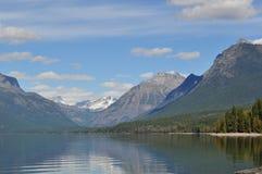 Opinião do lago mountain no parque nacional de geleira Imagem de Stock
