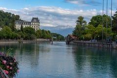 Opinião do lago switzerland em Thun fotos de stock royalty free