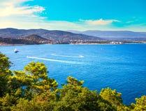 Opinião do louro de Napoule do La de Cannes Riviera francês, Azure Coast, Provenc foto de stock royalty free