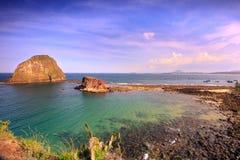 A opinião do mar é duas ilhas pequenas Imagens de Stock Royalty Free