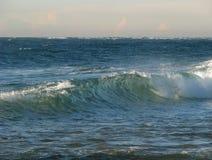 Opinião do mar com onda Imagens de Stock Royalty Free