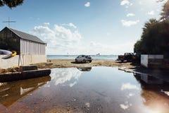 Opinião do mar com um carro Imagens de Stock Royalty Free