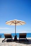 Opinião do mar da cadeira e do guarda-chuva Imagem de Stock Royalty Free