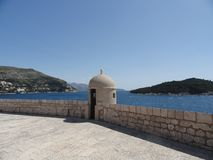 Opinião do mar das paredes de Dubrovnik Fotografia de Stock