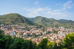 Opinião do mar e da cidade e da praia de Cefalu em Sicília Foto de Stock Royalty Free