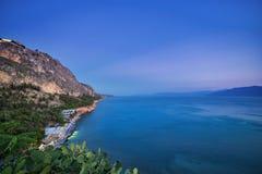 Opinião do mar em Napflio, Grécia durante o por do sol imagens de stock royalty free
