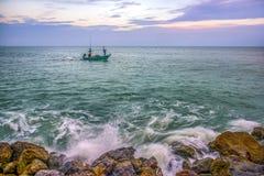 Opinião do mar no tempo crepuscular Imagens de Stock Royalty Free