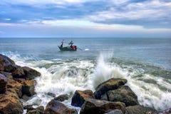 Opinião do mar no tempo crepuscular Fotos de Stock