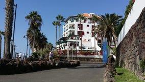 Opinião do mar que anda no Santiago de Puerto Tenerife, Adeje spain Fotografia de Stock
