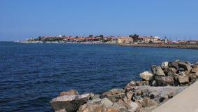 Opinião do molhe da cidade peninsular de Nessebar, Bulgária Foto de Stock Royalty Free