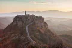 Opinião do nascer do sol Civita di Bagnoregio, Lazio, Itália Imagem de Stock