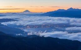 Opinião do nascer do sol da montanha Fuji e do lago Suwa Foto de Stock