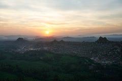 Opinião do nascer do sol da parte superior de Hampi Fotografia de Stock Royalty Free