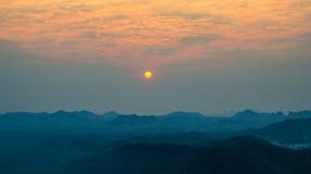 Opinião do nascer do sol na cume Fotografia de Stock