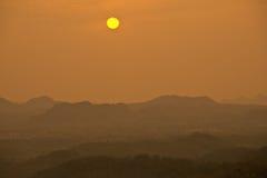 Opinião do nascer do sol na cume Imagem de Stock Royalty Free