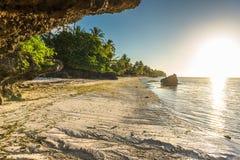 Opinião do nascer do sol no Anda Long Beach branco na ilha de Bohol Imagens de Stock Royalty Free