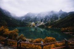 Opinião do outono do lago Morskie Oko, Zakopane no Polônia imagem de stock