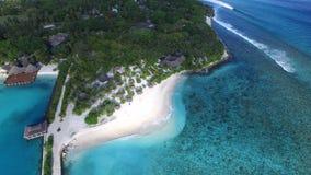 Opinião do pássaro da ilha de Maldivas Imagens de Stock Royalty Free