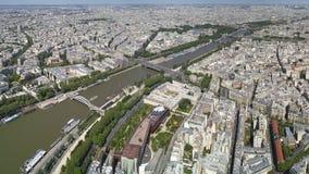 Opinião do pássaro de Paris e de seine fotos de stock royalty free